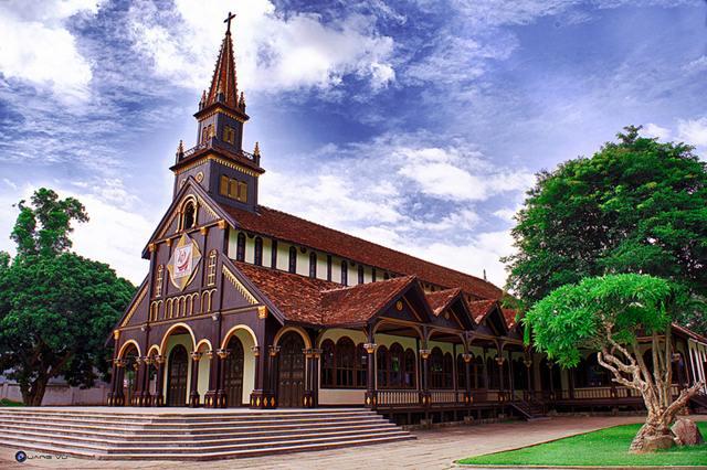 Địa điểm ăn uống vui chơi tham quan du lịch khách sạn nhà nghỉ phương tiện đi lại Kon Tum